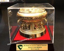 Trống quà mạ vàng - sản phẩm ưa thích của Ngân hàng vietcombank
